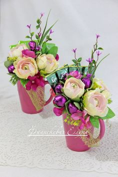 Букеты из конфет Новокузнецк Подарки Candy Bouquet Diy, Diy Bouquet, Boquet, Flower Crafts, Diy Flowers, Chocolate Flowers Bouquet, Decorated Gift Bags, Crepe Paper Flowers, Paper Peonies