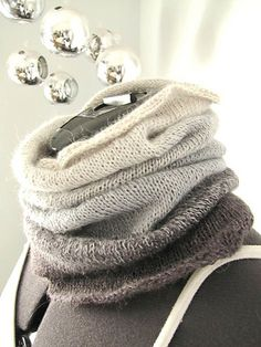Ombre Cowl - free pattern.