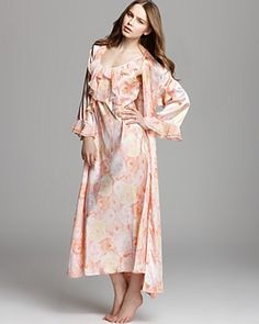 Robe and Gown by Oscar de la Renta Pink Label Mother Day Wishes 7935e9982