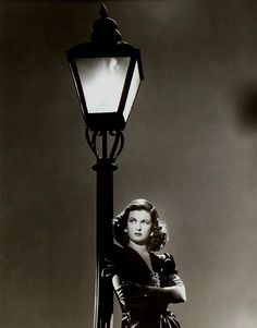 Joan Bennett. Waiting. Scarlet Street. '45.