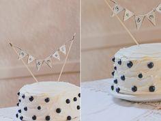 blueberry wedding cake. LOVE