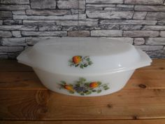 Vintage French Arcopal milk glass casserole dish with lid friuts de France. Art Deco Kitchen, Glass Baking Dish, Teapots And Cups, Round Mirrors, Picnics, Casserole Dishes, Milk Glass, French Vintage, Tea Pots