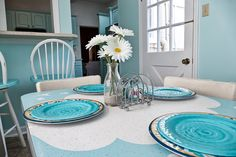 Create a coastal ambiance with these cool, blue tones, and finish the look with a flowery accent #dreamkitchen #tybeeisland #georgia