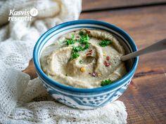 Baba ganoush – munakoisosekoitus. Sopii erinomaisesti lisukkeena salaatteihin, grilliruokien kanssa, levitteeksi leivälle tai dipiksi vihanneksille ja sipseille. #babaganoush #villinävegeen Baba Ganoush, Tahini, Hummus, Ethnic Recipes, Food, Homemade Hummus, Meal, Essen, Hoods