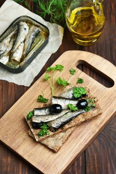 14 Reasons You Should Always Have a Can of Sardines in Your Pantry : Tips from The Kitchn Sardine Recipes Canned, Raw Food Recipes, Fish Recipes, Seafood Recipes, New Recipes, Cooking Recipes, Hiking Food, Fish Dishes, Pasta Dishes