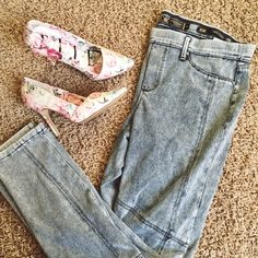 """Kardashian Kollection Jeggings NWOT """"Kim Curvy Skinny"""" style jeggings. Really comfortable I thought I would wear them more but I never got around to it. Stretchy waist and form fitting just like leggings  **last picture is not mine** Kardashian Kollection Pants Leggings"""