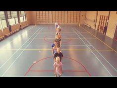 De gymles goed starten met een reactiespel waarbij je in de gymles Engels, rekenen of taal toevoegt. Iedereen is actief, leuk en leerzaam bezig! De Spelles