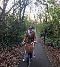Aproveitando a primavera de bike por Londres, muito amor! Vic Ceridono   Dia de Beauté