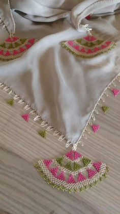 An example of a needle lace example with a really nice color harmony. Free Knitting, Baby Knitting, Knitting Patterns, Diy Scarf, Lace Scarf, Crochet Quilt, Crochet Art, Needle Lace, Bobbin Lace