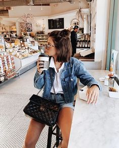 Conhecendo novos lugares em L.A :) #travel #trip #jeans Instagram: @Viihrocha Jacket Outfit, Denim Outfit, Street Chic, Street Style, Clothing Studio, Stylish Outfits, Fashion Outfits, Hipster Chic, Foto Pose