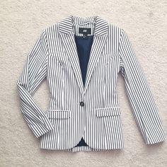 🎀NWOT H&M Blazer🎀 Brand new without tag. Thick material. Structure well. Dark Navy and white H&M Jackets & Coats Blazers