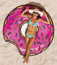 Achetez la serviette de plage gourmande sur lavantgardiste et prélassez-vous au soleil sur un hamburger, un donuts ou une pizza géante.