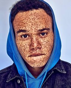 25 Unusual People Whose Looks Can Take Your Breath Away *Hamad Jaman covered with freckles Pretty People, Beautiful People, Physique, Long Thick Eyelashes, Freckle Face, African American Girl, Face Photography, Dark Skin Tone, Stunning Eyes