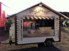Cut a window, make a roof line-- the look of a trailer can be made completely different. Catering Trailer, Food Trailer, Food Trucks, Coffee Carts, Coffee Shop, Foodtrucks Ideas, Food Truck Business, Business Ideas, Coffee Trailer