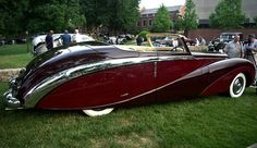 1948 Daimler; love the long flowing fenders