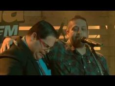 FERNANDINHO canta chorando, após homem surpreender a plateia (música gos...