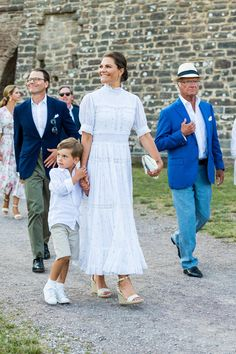 Princess Victoria Of Sweden, Princess Estelle, Crown Princess Victoria, Olaf, Swedish Royalty, Prince Daniel, Beautiful Summer Dresses, Queen Silvia, Spring Summer Trends