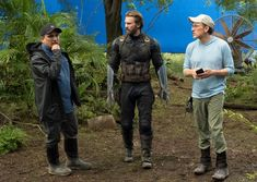 2 redditors get onto the set of IW and get a picture with Captain America