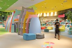 Do do - picture gallery kids space in 2019 магазин витрина дизайн, витрины мага Furniture Ads, Design Furniture, Furniture Removal, Kids Store, Baby Store, Visual Merchandising, Kids Cafe, Retail Store Design, Library Design