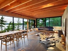 Ian MacDonald design the Go Home Bay Cabin located in the Ontario's Georgian Bay…