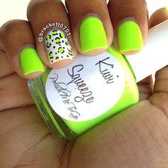 Uñas verdes con blanco - Green nails with white Cheetah Nails, Neon Nails, Love Nails, How To Do Nails, Pretty Nails, Diy Nails, Colorful Nail Designs, Acrylic Nail Designs, Nail Art Designs