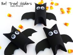Ghost and Bat halloween treat/candy holders and decorations DIY craft Manualidades Halloween, Halloween Crafts For Kids, Halloween Projects, Holidays Halloween, Spooky Halloween, Halloween Themes, Halloween Party, Holiday Fun, Holiday Crafts