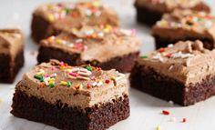 Saftig sjokoladekake med lys sjokoladekrem Sweet Recipes, Cake Recipes, Norwegian Food, Piece Of Cakes, Something Sweet, Yummy Cakes, No Bake Cake, Food Inspiration, Chocolate Cake