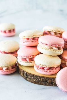 These are my Strawberry Macarons, filled with a delicious Strawberry Cream Cheese Frosting, made with freeze dried strawberries Macaroon Filling, Macaroon Cookies, Strawberry Desserts, Summer Desserts, Strawberry Macarons Recipe, Pistachio Macarons, Macaron Flavors, Delicious Desserts, Dessert Recipes