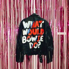 How to paint your leather jacket All the fashion inspiration you need to paint, customise or personalise your leather jacket, courte Diy Leather Jacket, Painted Leather Jacket, Custom Leather Jackets, Denim Crafts, Painted Clothes, Painting Leather, Denim Fashion, Style Inspiration, Instagram