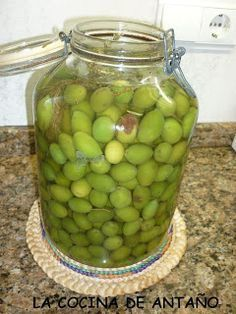 aceitunas con sosa Middle Eastern Recipes, Canapes, Tapas, Diy Food, Cucumber, Food To Make, Fruit, Kai, Pickles