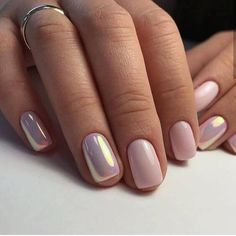 Manicure Unha holográfica, long bob e mais: as inspirações mais curtidas de maio In some nails, the normal pink nail polish combination was beautiful, while in others it was holographic. Pink Wedding Nails, Bridal Nails, Neutral Wedding Nails, Bridal Makeup, Best Nail Art Designs, Short Nail Designs, Neutral Nail Designs, Stylish Nails, Trendy Nails