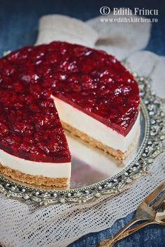 as minca o felie de tort diplomat zice petruta dinu Berry Cheesecake, Cheesecake Cupcakes, Cheesecake Recipes, Mango Desserts, Dessert Drinks, Dessert Bars, Sweets Recipes, Baking Recipes, Cooking Cake