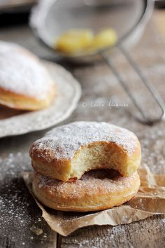 Baked Donuts with Cheese Romanian Desserts, Romanian Food, Baby Food Recipes, Sweet Recipes, Baked Donuts, Doughnuts, Christmas Deserts, Baked Goods, Delicious Desserts