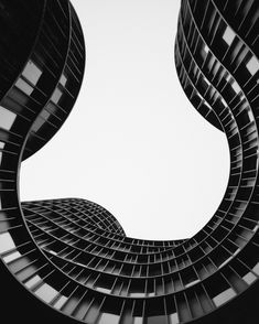 7 Wonderful Modern Lodge Pictures Grayscale Photo Of Low Angle View Of Building Architecture Wallpaper, Architecture Images, Beautiful Architecture, Building Architecture, Lebbeus Woods, Rem Koolhaas, Norman Foster, Black Building, Rue Verte