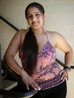 uae women girls Mobile contacts: Malayali aunty for friendship in dubai