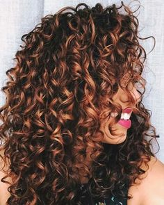 Pink lipstick and white teeth worn by a young woman with dark brunette curly hair, long curly hairstyles and caramel highlights Dark Curly Hair, Colored Curly Hair, Ombre Curly Hair, Color For Curly Hair, Curly Hair Styles For Long Hair, Frizzy Hair, Soft Hair, Curly Girl, Natural Curls