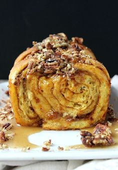 A marriage of pumpkin bread and cinnamon rolls, this stunningly delicious Pumpkin Praline Pull-Apart Bread deserves a spot on your brunch table! Fall Baking, Holiday Baking, Pumpkin Recipes, Fall Recipes, Holiday Recipes, Just Desserts, Dessert Recipes, Brunch Recipes, Breakfast Recipes