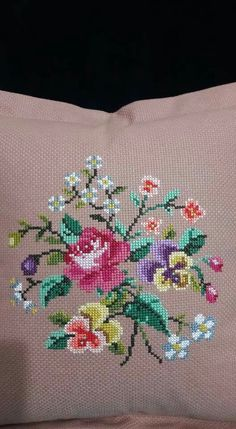 This Pin was discovered by Nur Cross Stitch Pillow, Cross Stitch Rose, Cross Stitch Borders, Cross Stitch Baby, Cross Stitch Flowers, Cross Stitch Charts, Cross Stitch Designs, Cross Stitching, Cross Stitch Embroidery
