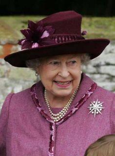 1907 mejores imágenes de Sombreros de Isabel II en 2019  899f27abd2b