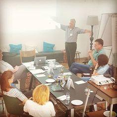 Jürgen in Action! Der Workshop hat angefangen, die Schnittchen finden Anklang und nach der ersten Flipchart-Session finden anregende Diskussionen statt  #derjürgen #wohnzimmer #wackerfabrik #jwk_com #agenturleben #ruheforst #agencylife #event #marketing #agentur #guterstartindiewoche #werbung #event Workshop, Videos, Event Marketing, Coaching, Dining Table, Blog, Photo And Video, Instagram, Furniture
