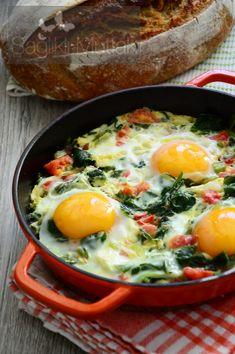 Fresh Garlic and Bulbous Egg Eggs - Healthy Kitchen Lunch Recipes, Diet Recipes, Healthy Recipes, Turkish Recipes, Ethnic Recipes, Turkish Breakfast, Brunch, Food And Drink, Healthy Eating