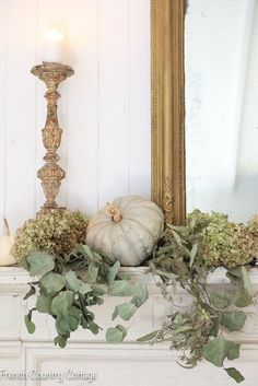 Vintage Decor Diy This Elegant and natural autumn mantel decor is filled with dried hydrangeas, white and gray pumpkins, and dried florals you can enjoy all fall season long! Fall Mantle Decor, Fall Home Decor, Autumn Home, Autumn Mantel, Fireplace Decorations, House Decorations, Autumn Fall, Home Design, Modern Design