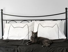 As seen on Design Sponge : Cat Nap Pillow Case Set, pillowcase set for couples or kids room, MORE COLORS AVAILABLE op Etsy, 24,46€