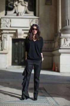 Street Chic: Style from Paris Leila Yavari Fashion Pants, Look Fashion, Autumn Fashion, Paris Fashion, Runway Fashion, Wearing All Black, All Black Outfit, Autumn Street Style, Street Style Looks