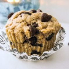 When I don't feel like making an entire batch of muffins, I rely on my single serving chocolate chip muffin. It's low fat, whole wheat, and full of chocolate chunks. Sometimes I just don't need 11 extra muffins laying around! Single Serve Desserts, Single Serving Recipes, Just Desserts, Dessert Recipes, Muffins Sains, Chocolate Chip Cupcakes, Chocolate Chips, Chocolate Morsels, Desserts Sains