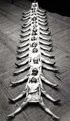 «Сороконожка» в исполнеии танцовщиц в Брюсселе, 1929.