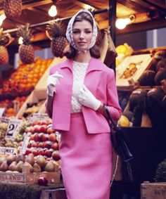 street style does not look vintage at all! Look at these super stylish street snaps from the late Retro Mode, Vintage Mode, Look Vintage, Retro Chic, 1960s Fashion, Vintage Fashion, New York Times, Fashion Pictures, Style Pictures