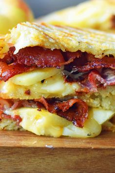 A gourmet grilled cheese sandwich made with smoked gouda cheese, sweet crisp Honeycrisp apple slices, and crispy bacon all on buttery sourdough bread. Dinner Sandwiches, Soup And Sandwich, Wrap Sandwiches, I Love Food, Good Food, Yummy Food, Delicious Meals, Breakfast Recipes, Dinner Recipes