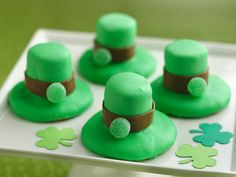 Leprechaun Hat Cookies. These are so cute.......top 'o' the mornin' to ya:)