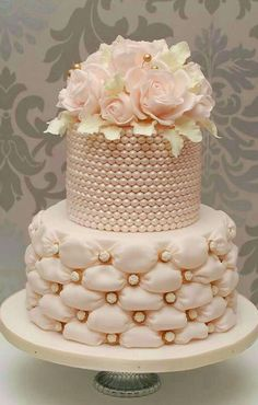 wedding cakes with chocolate frosting Wedding Cake Pearls, Crazy Wedding Cakes, Amazing Wedding Cakes, Elegant Wedding Cakes, Wedding Cake Designs, Wedding Cupcakes, Amazing Cakes, Cake Wedding, Gorgeous Cakes